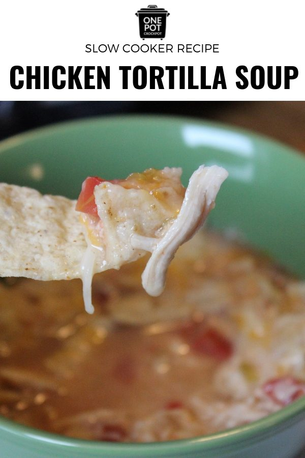 This slow cooker chicken tortilla soup is the perfect soup for dinner! Simple and delicious, a great family meal! #slowcookingclub @slowcookertortillasoup #soup