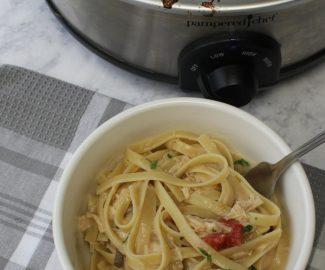 This slow cooker chicken fajita pasta is delicious, simple and quick! #slowcookingclub #chicken #fajita #dinner