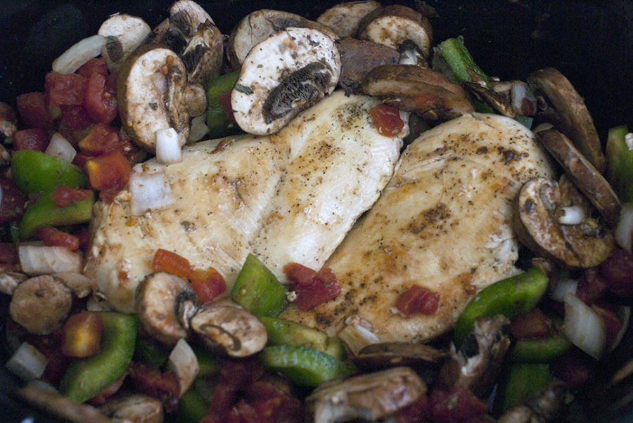 chicken breasts with mushrooms, peppers, onions in the crockpot